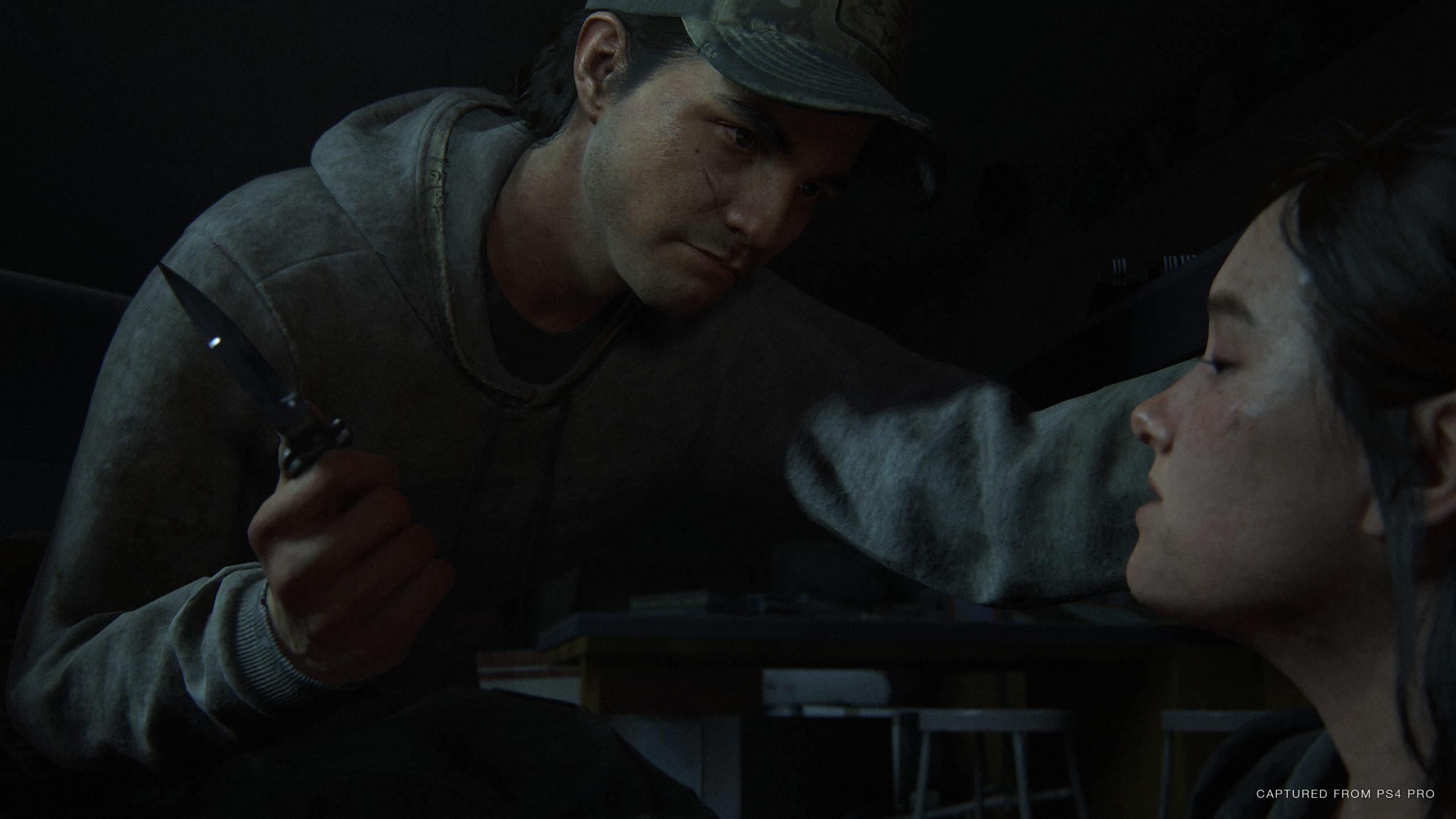 Ellie wird von einem Unbekannten gefangen gehalten und mit einem Messer bedroht